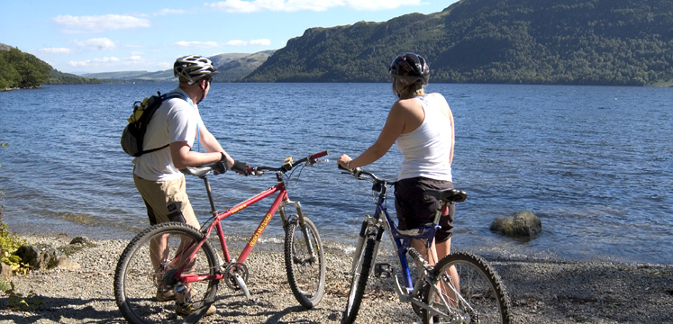 Cyclists by lakeshore copyright Charlie Hedley