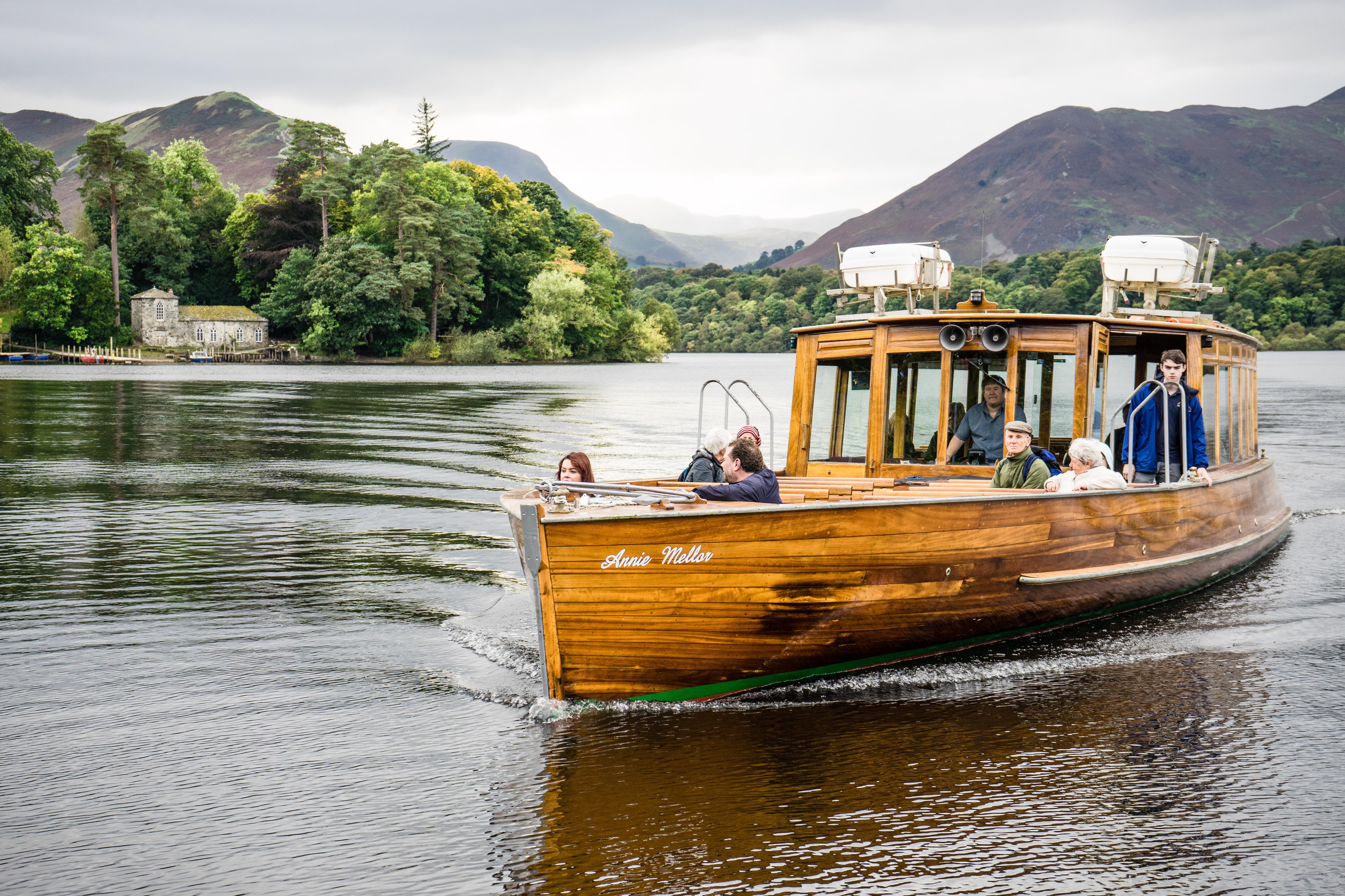 Boat near Derwent Isle - John Hodgson
