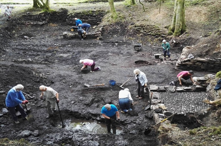 volunteers carrying out the Cunsey Forge archaeological excavation